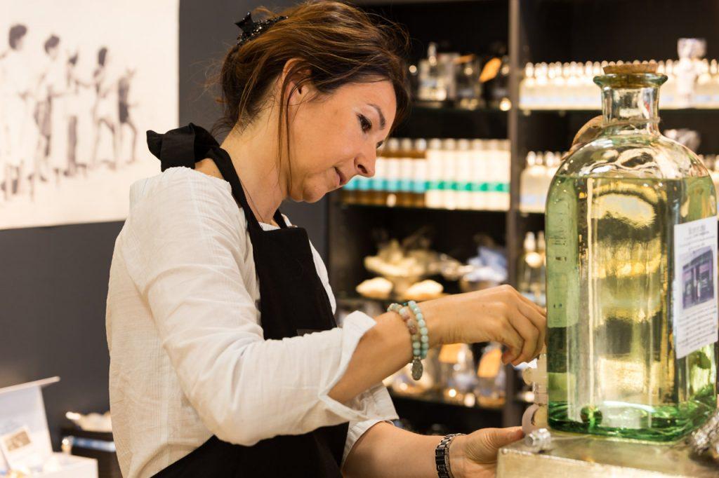 femme-bouteille en verre
